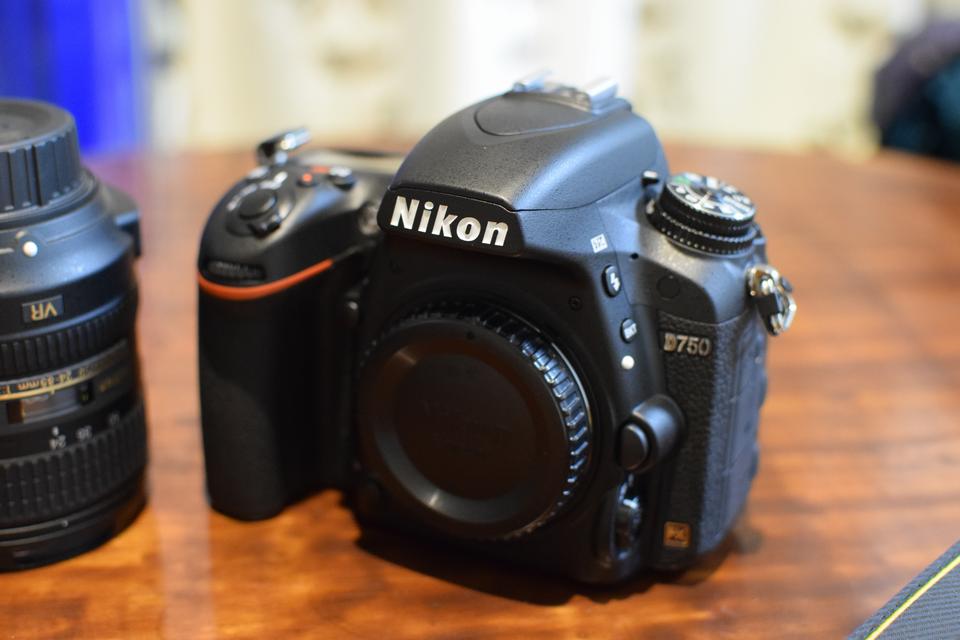 グリップの持ちやすさに驚いた!Nikonのフルサイズ機、D750を購入